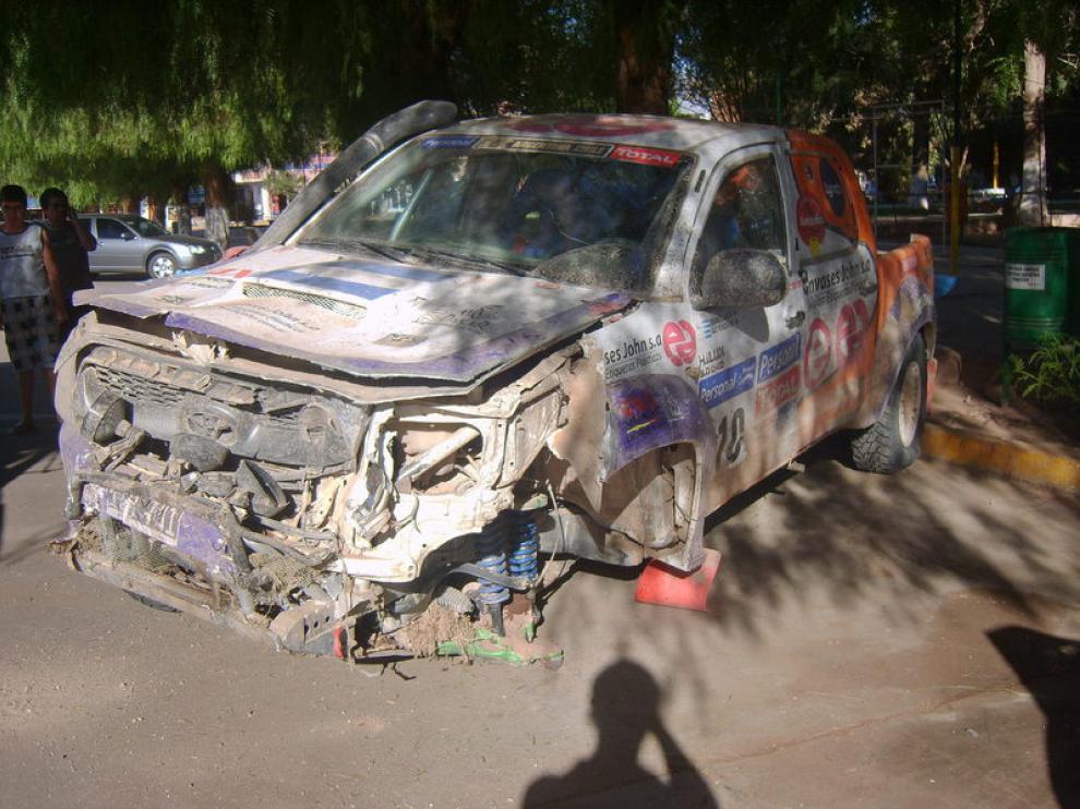 Así quedó el vehículo que atropelló a un seguidor del Dakar