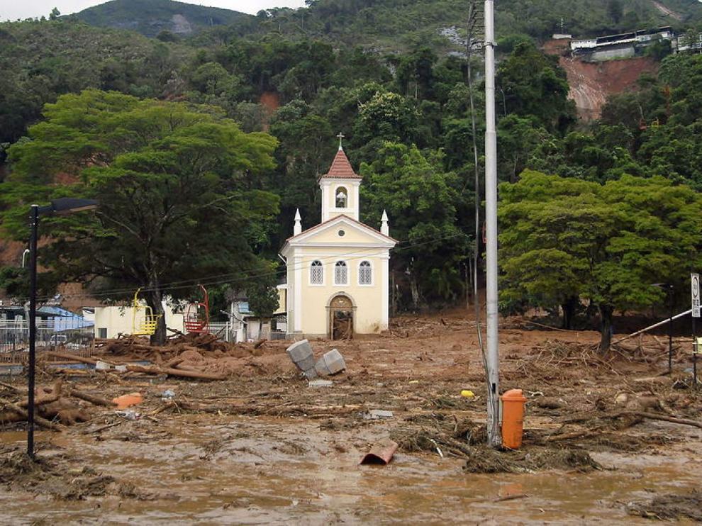 Iglesia sepultada por el agua.