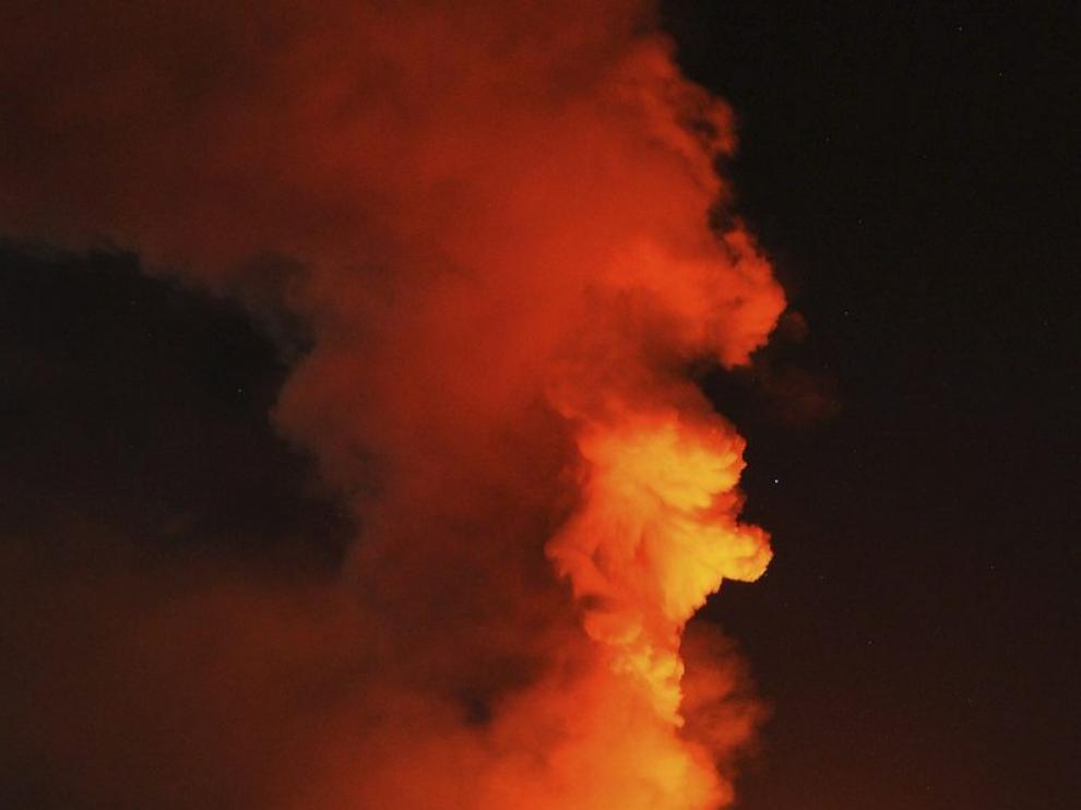 El volcán Etna, en Sicilia, ha entrado en erupción en las últimas horas