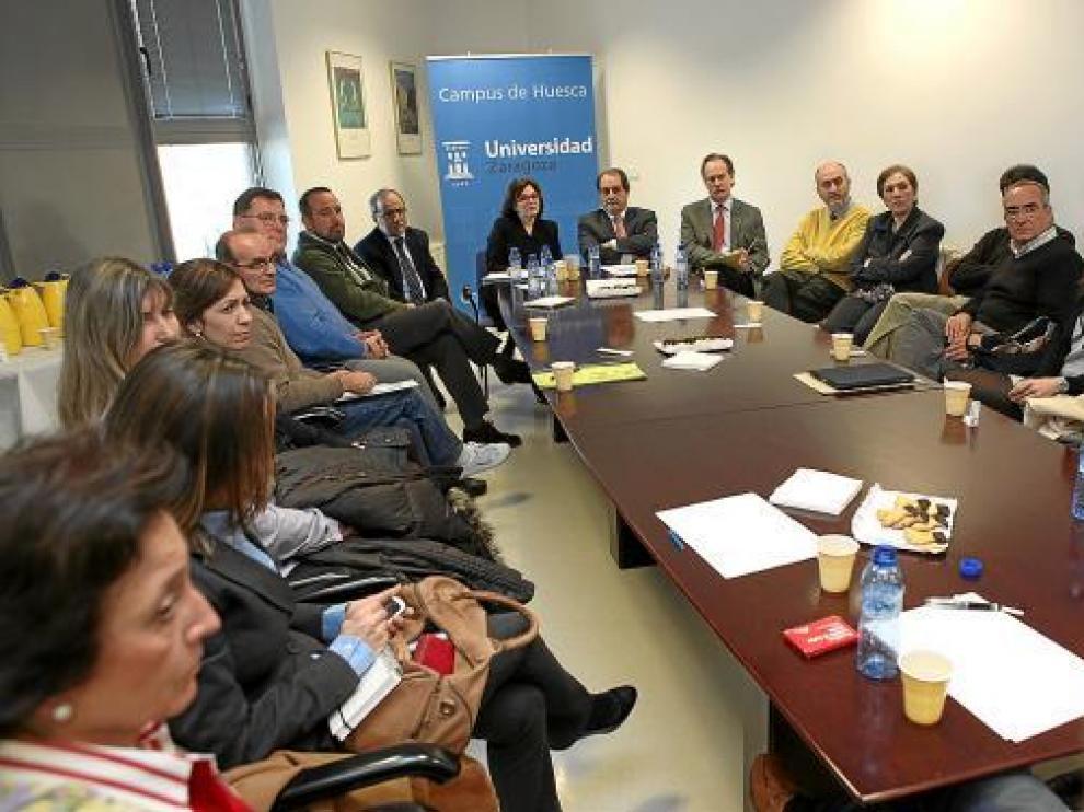 Velasco estuvo casi dos horas reunido con responsables de los distintos centros.