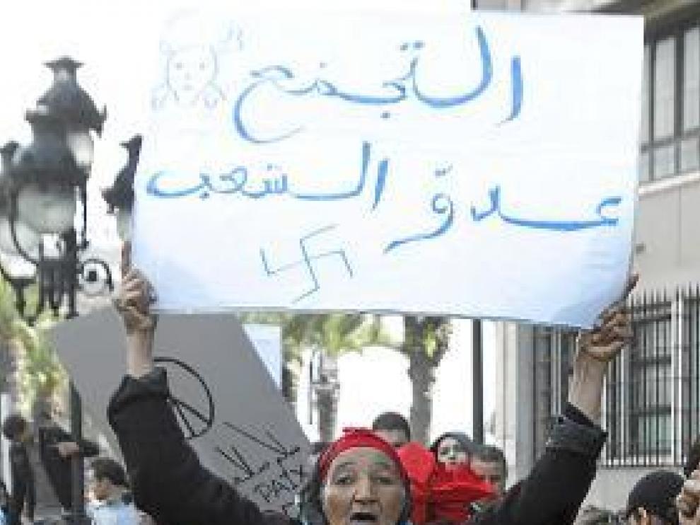 Ben Alí huye de Túnez por las revueltas