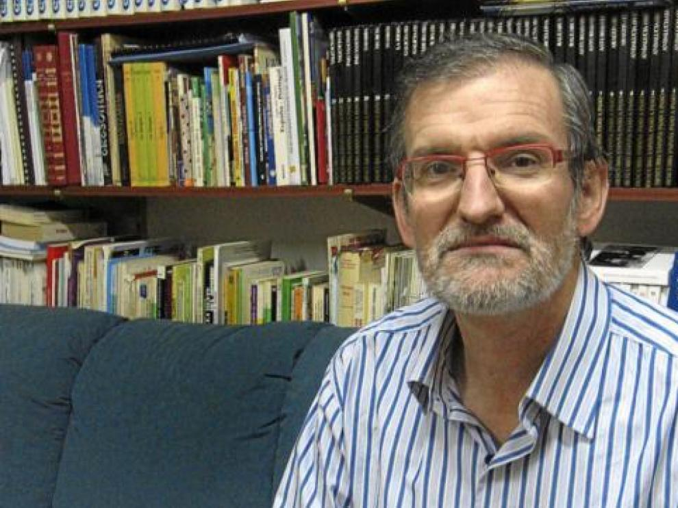 José Antonio Adell insiste en la novela histórica en su último libro.