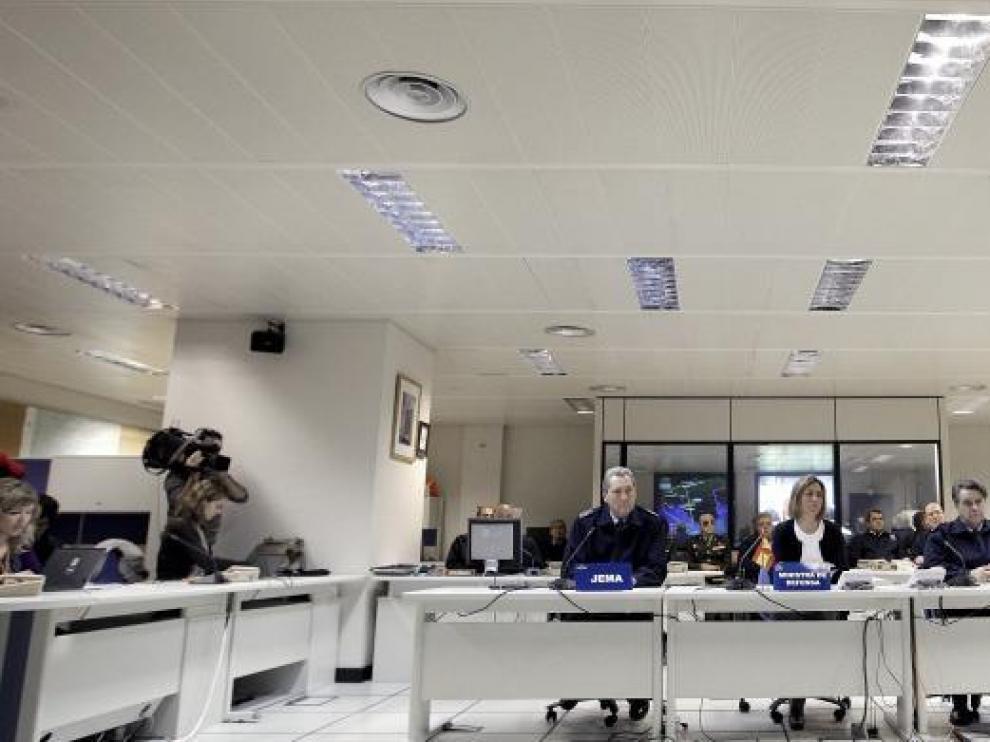 La ministra de Defensa, Carme Chacón, ayer antes de hacer balance de la gestión de los militares durante el estado de alarma.