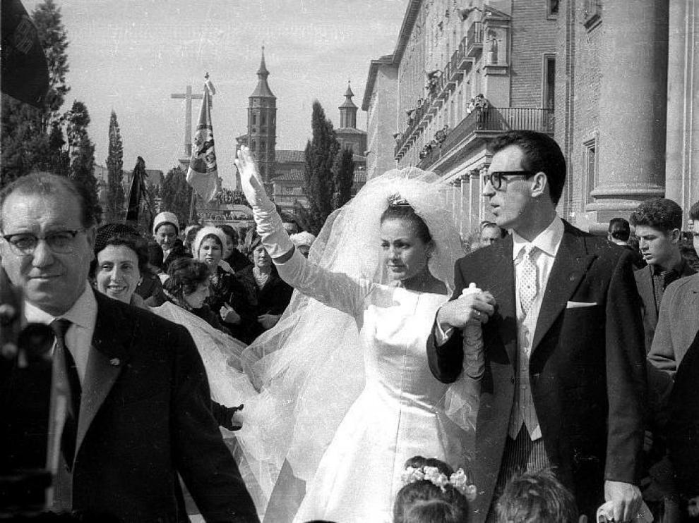 Carmen Sevilla y Augusto Algueró, tras contraer matrimonio.