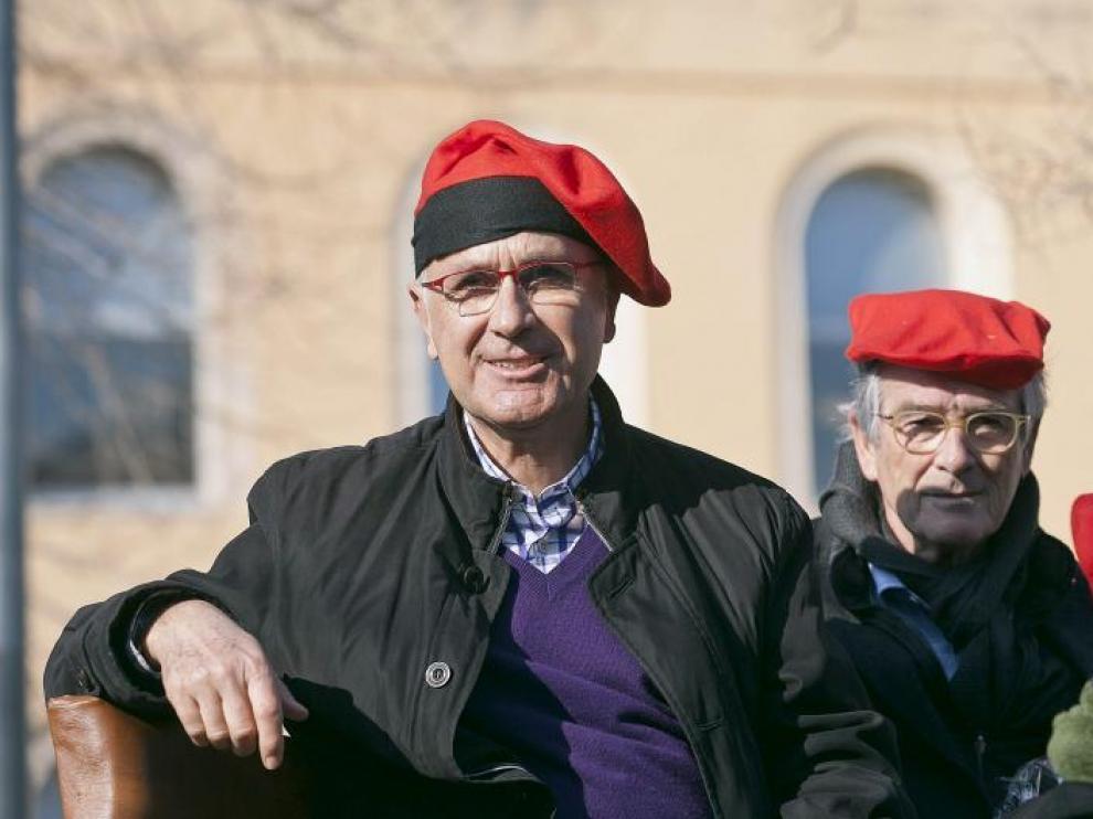 Duran i Lleida (i) y Xavier Trias, ambos con barretina, ayer en la fiesta Tres Tombs de Barcelona.