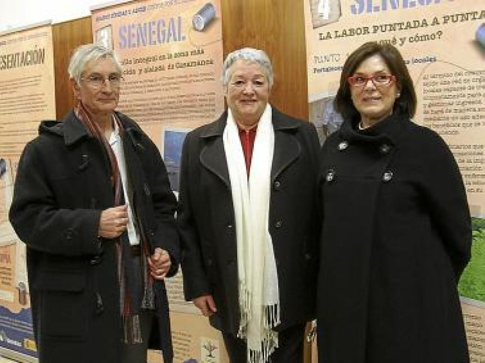 Ricardo Álvarez, Araceli Cavero y Pilar Bolea, en la muestra.