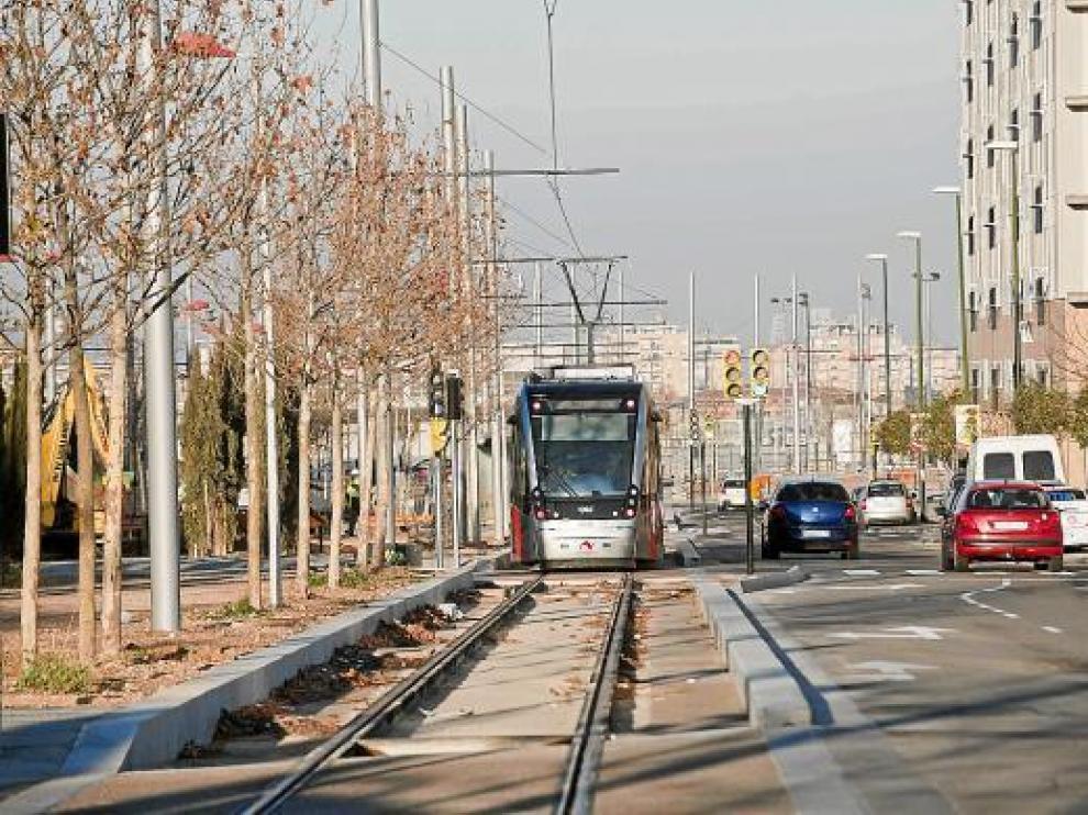 Un tranvía en pruebas circulando por Valdespartera la semana pasada.