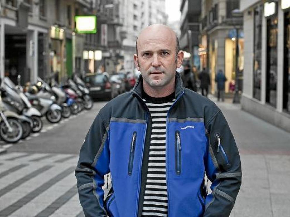Daniel Gimeno posa horas después de llegar a Zaragoza procedente de Túnez.