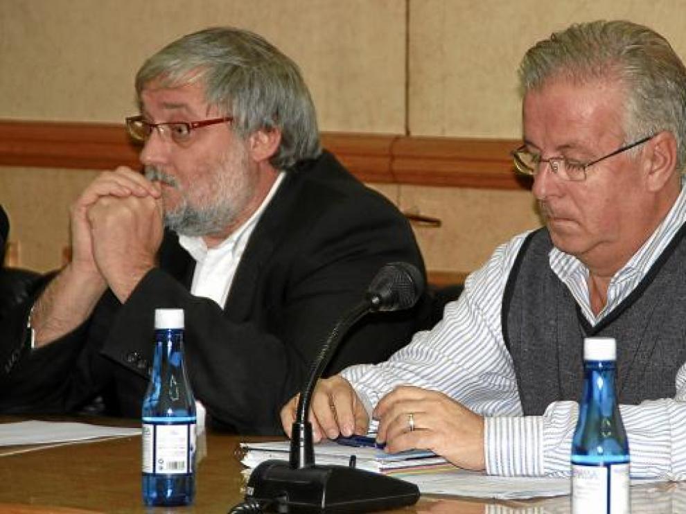Ángel Lacueva, concejal de Urbanismo (izda.) y Manuel Ponz, candidato de la lista alternativa.
