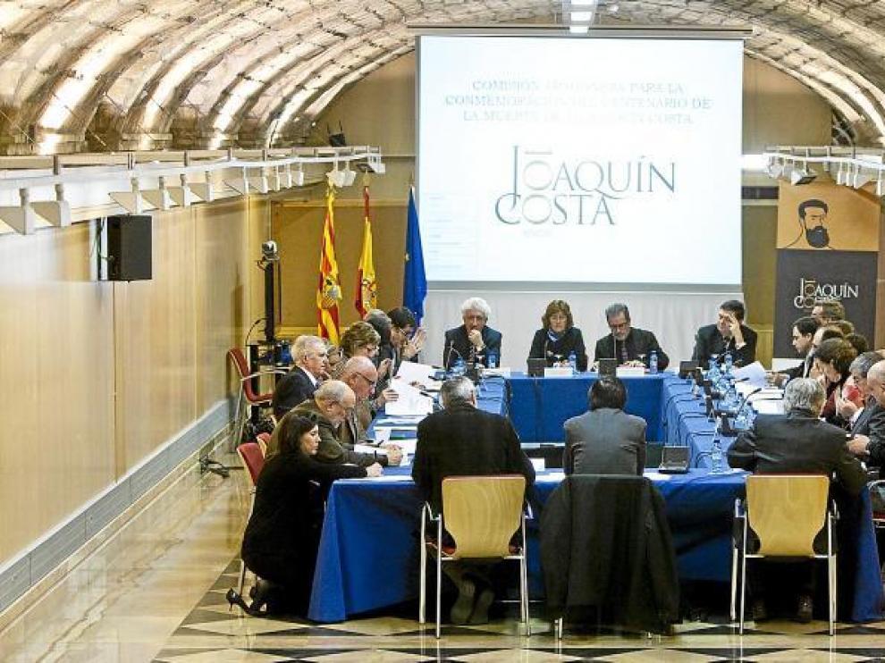 La comisión de conmemoración del centenario de la muerte de Costa se reunió ayer en Zaragoza para cerrar los actos principales.