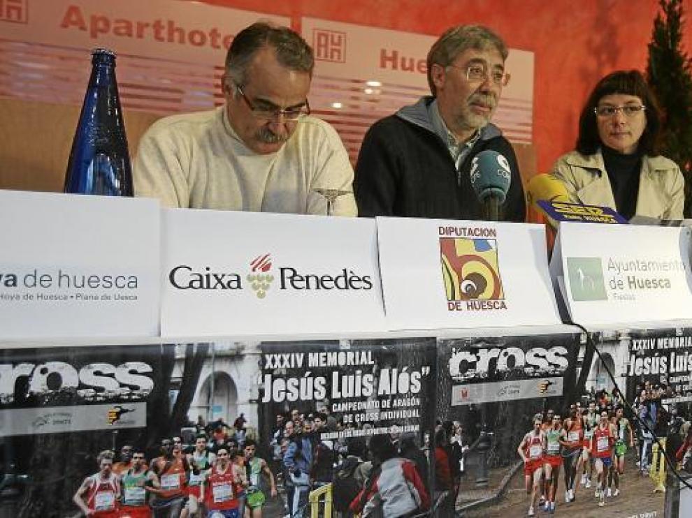 De izquierda a derecha, Hernández, Dieste y la concejala del Ayuntamiento de Huesca, Teresa Sas.