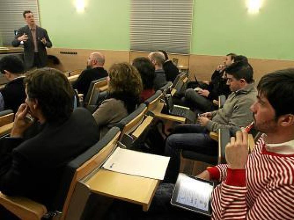 Público asistente a la conferencia de José Luis Vallejo.