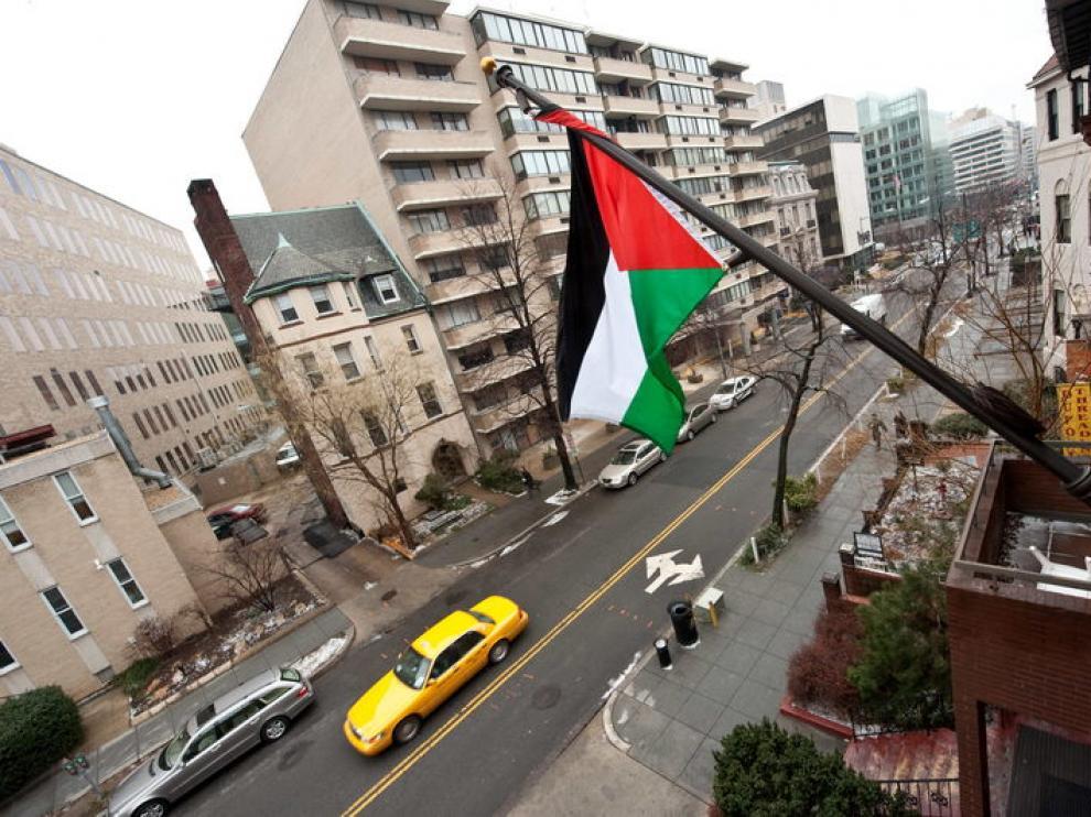 La bandera Palestina en la sede de la OLP en la capital estadounidense
