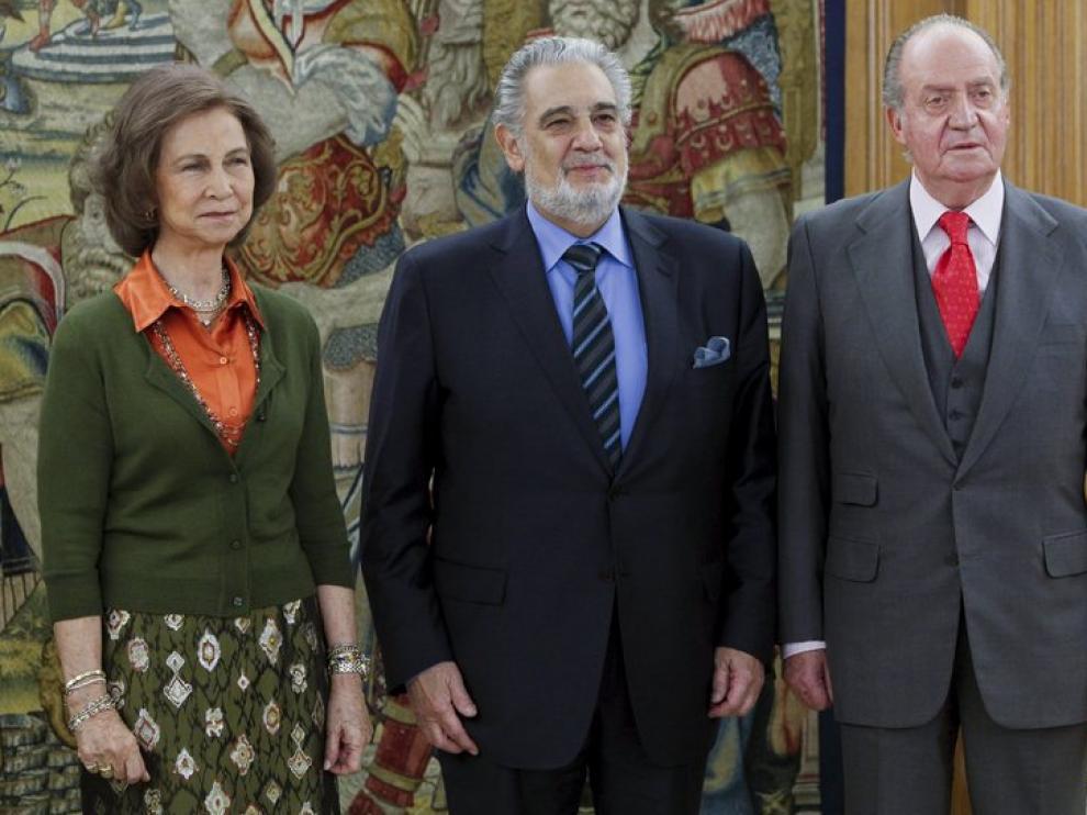 Plácido Domingo junto a los Reyes.