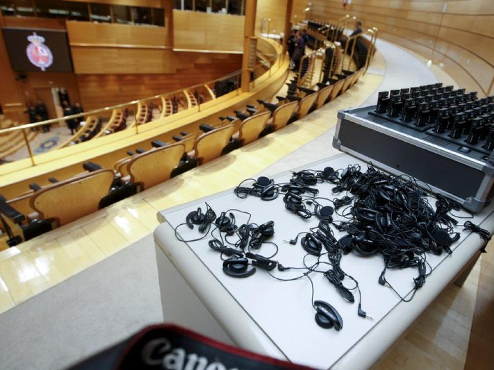 Auriculares utilizados para la traducción en el Senado.