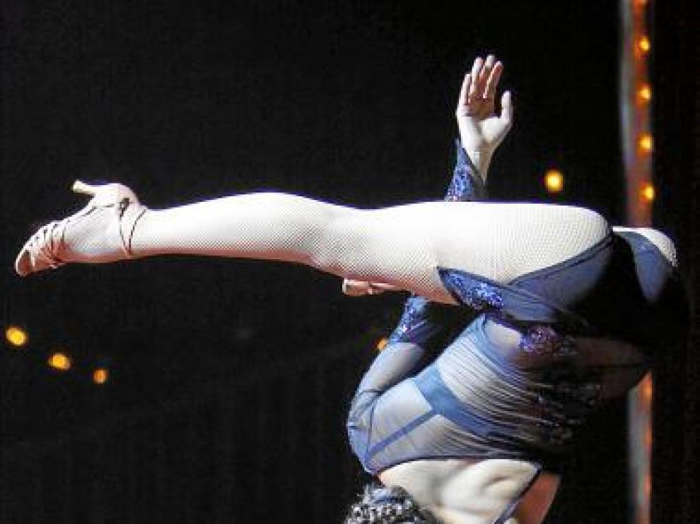 La equilibrista italiana Eonys, actuando en el Circo Raluy.