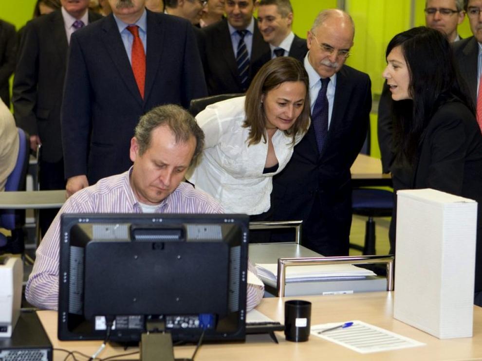 La secretaria de Estado de empleo visita las instalaciones de DFA.