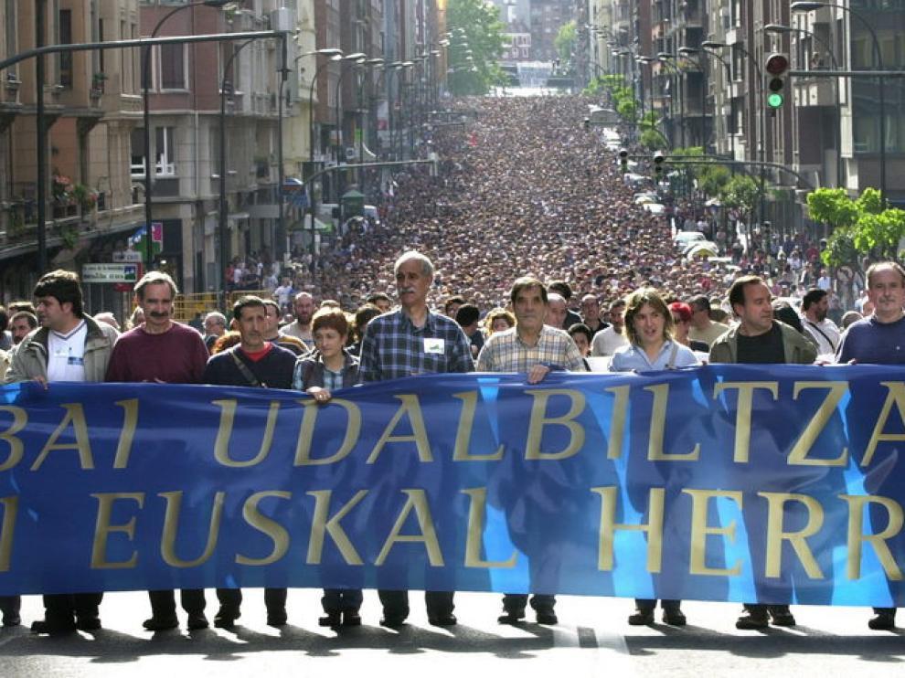 Manifestación convocada por la Udalbiltza de Batasuna, en 2003.
