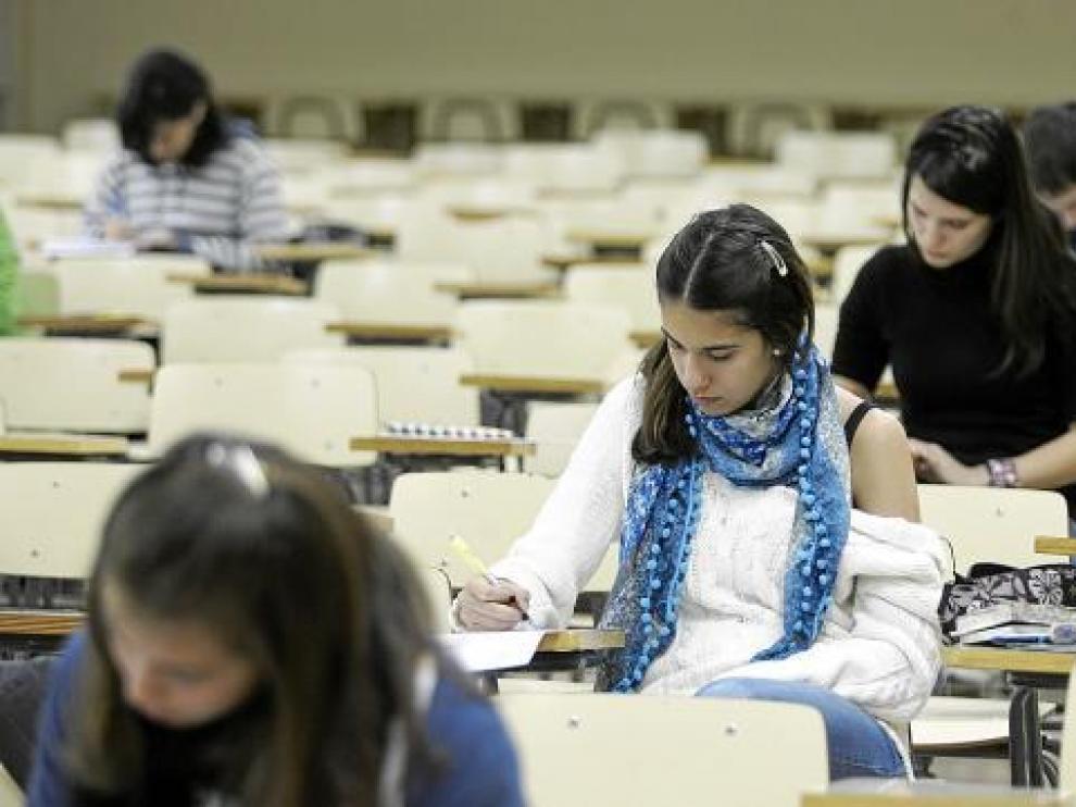 En Huesca, las pruebas de la Olimpiada Matemática se celebraron en el IES Lucas Mallada.