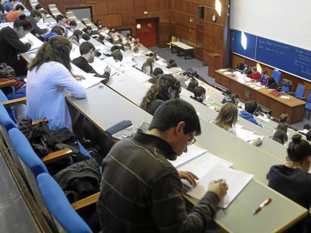 Los alumnos estuvieron muy concentrados durante las pruebas matemáticas.