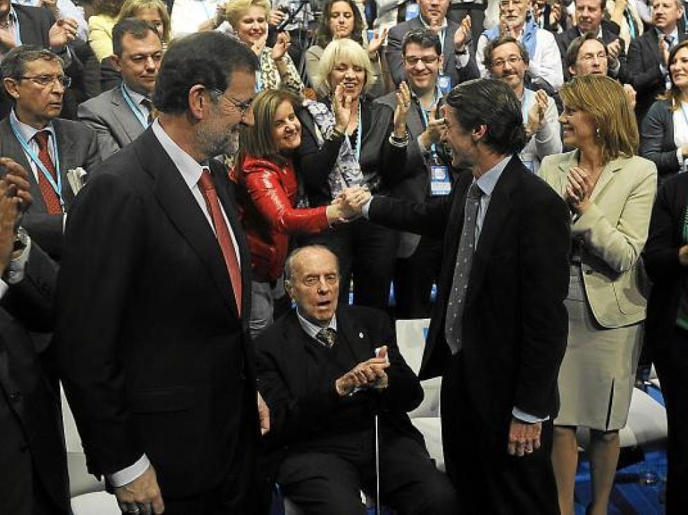 Rajoy, Fraga, Aznar, De Cospedal y Mato, en el inicio de la Convención Nacional del PP en Sevilla.