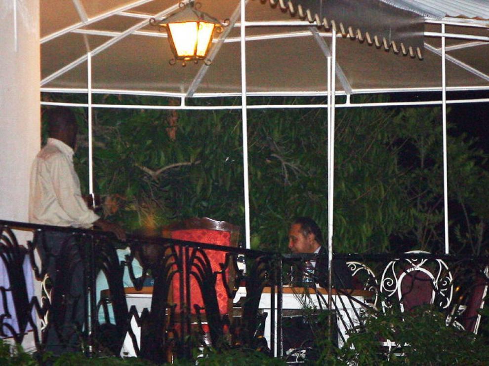 Jean Claude Duvalier, cenando en un restaurante de Puerto Príncipe