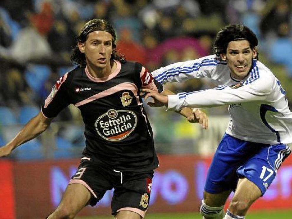 Lafita lucha con Filipe Luis, en la visita del Deportivo a La Romareda de la pasada campaña.