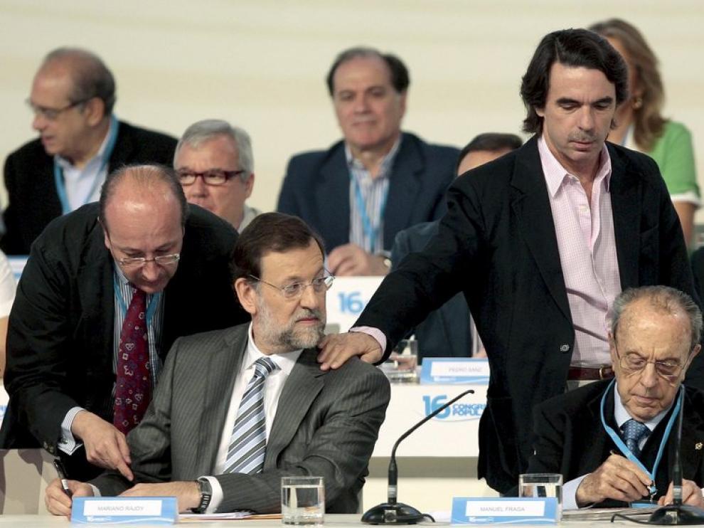 Mariano Rajoy y José María Aznar, en Sevilla