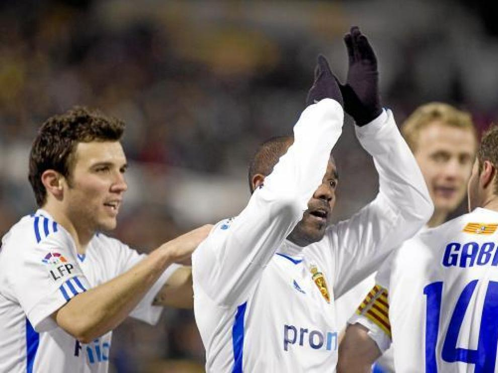 Bertolo, Sinama, Gabi y Jarosik celebran un gol del Real Zaragoza.