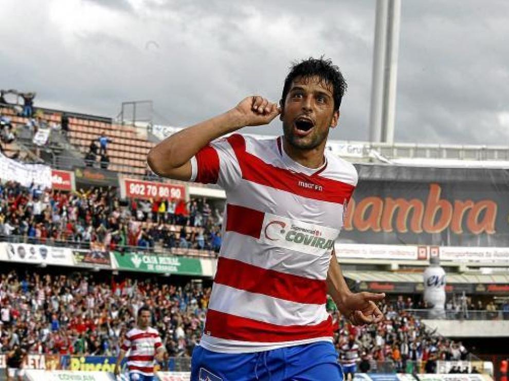 Tarik celebra un gol anotado frente al Jaén en la temporada 2009/2010.