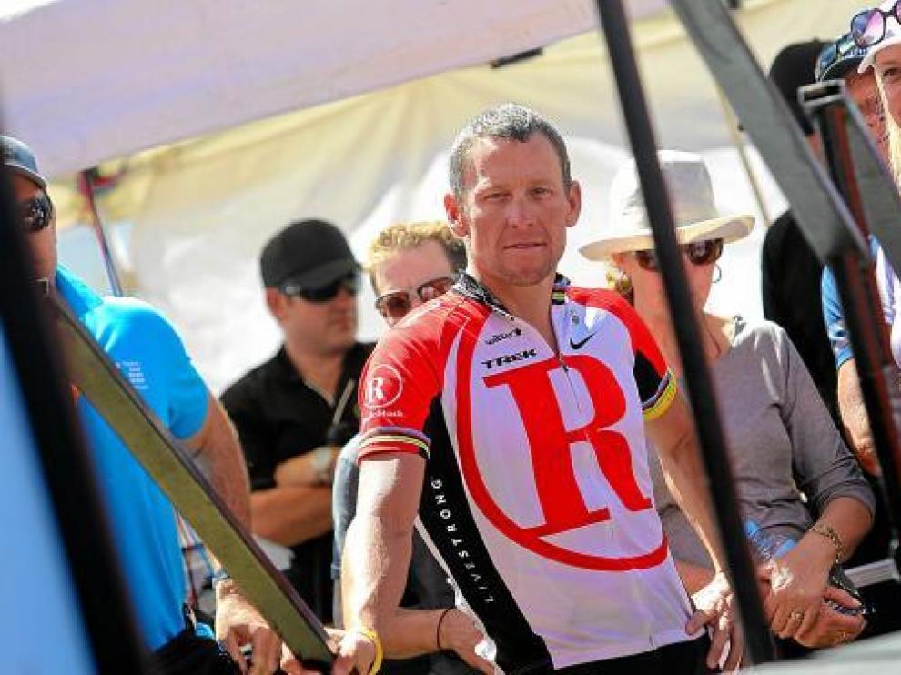 Armstrong, antes del comienzo de la última etapa del Tour Down Under y última etapa de su carrera, ayer.