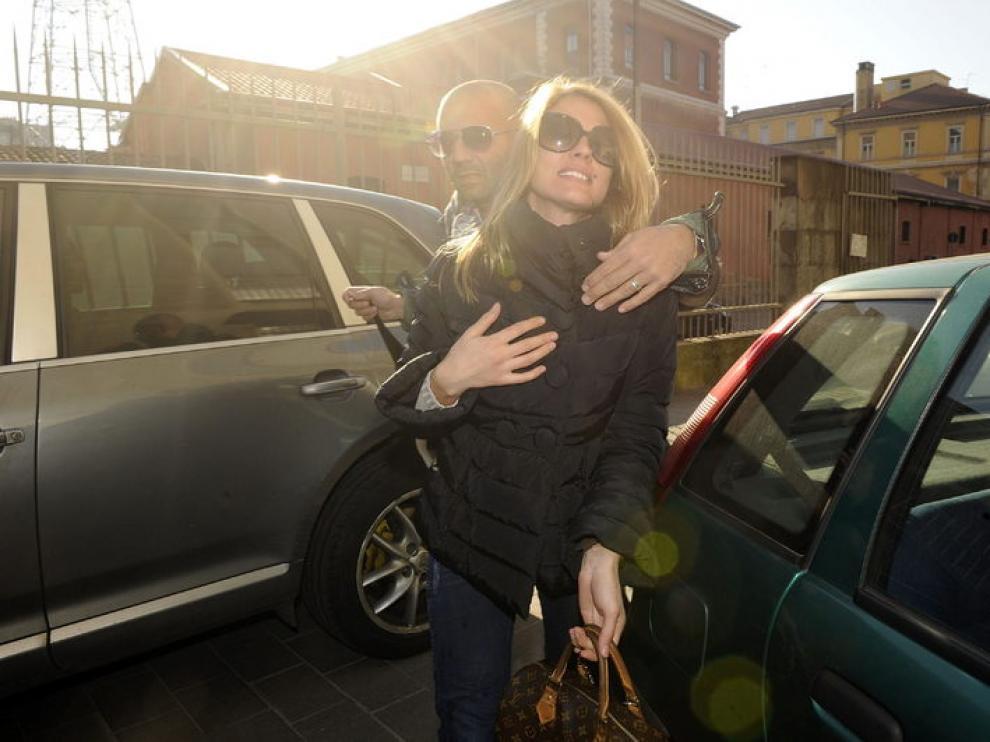 La prostituta de lujo Nadia Macri sale de los juzgados de Piazza Umanitaria en Milán.