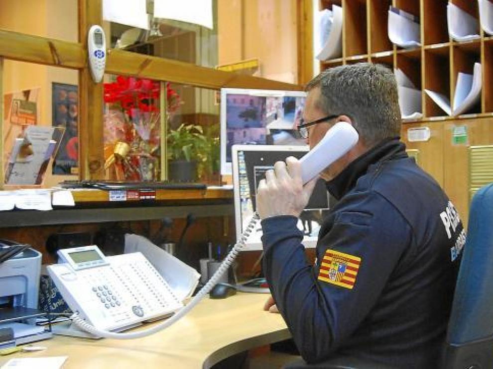 Antonio Fernández, el policía que tendrá que ser indemnizado, en su puesto de trabajo.