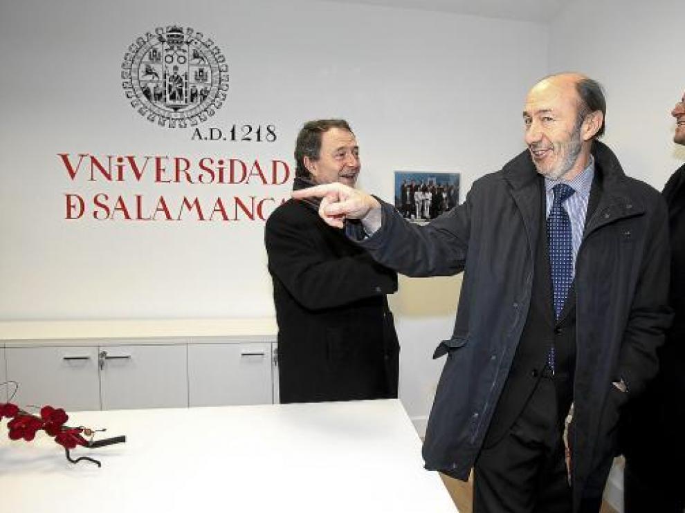 Rubalcaba, en la Universidad de Salamanca, donde habló sobre amenazas globales a la seguridad.