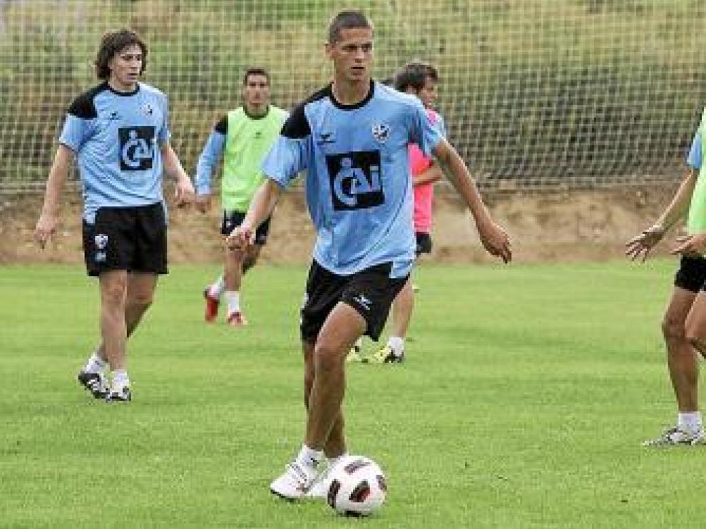 El serbio Lukik, durante un entrenamiento con el Huesca.