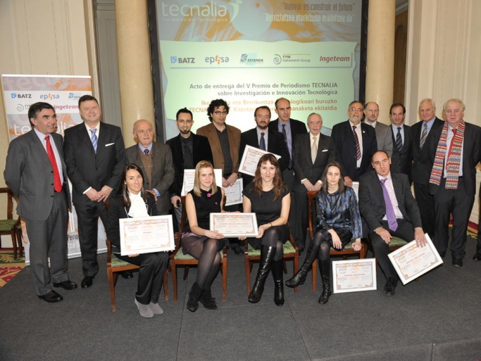 Los ganadores de la V edición del Premio Tecnalia de Periodismo sobre Investigación e Innovación Tecnológica, junto a los organizadores
