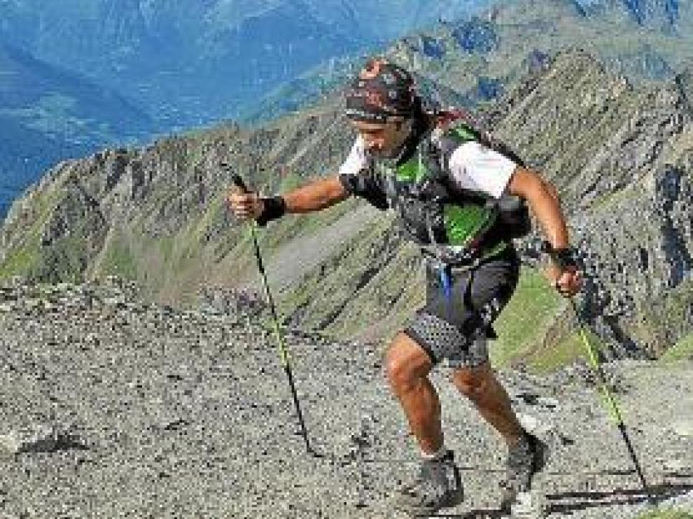 Óscar Pérez, durante el ascenso a un pico.