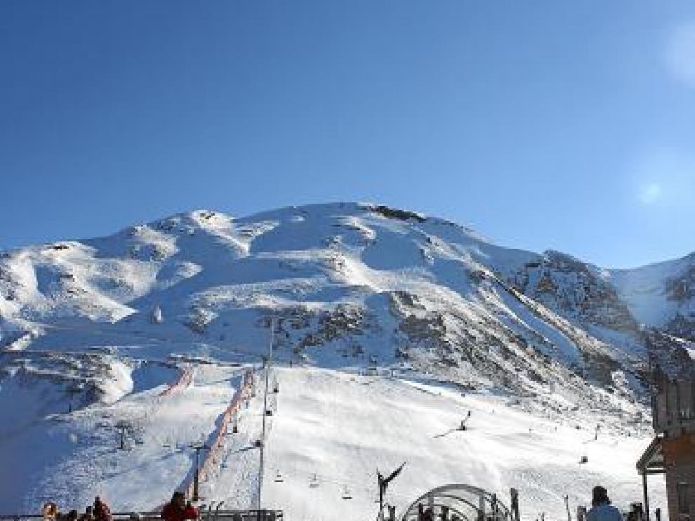Las pistas de esquí de Panticosa, ayer al mediodía.