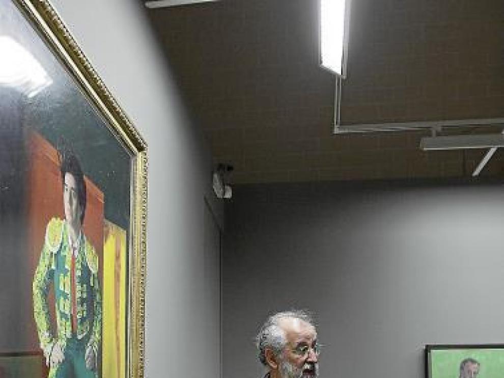 Daniel Quintero explica el retrato de Pedro Almodovar.