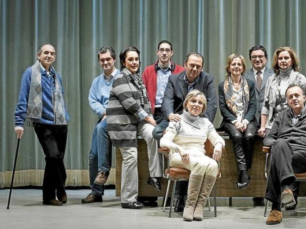 Parte de la compañía, junto a miembros de Mindual, en uno de sus últimos ensayos antes del estreno del domingo.