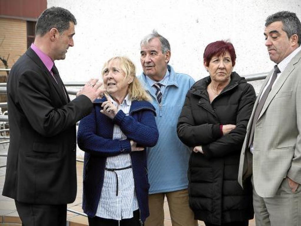 De izquierda a derecha: Juan Luis Moreno, Luisa Martín con su marido, Pilar Ortiz y Antonio Barroso.
