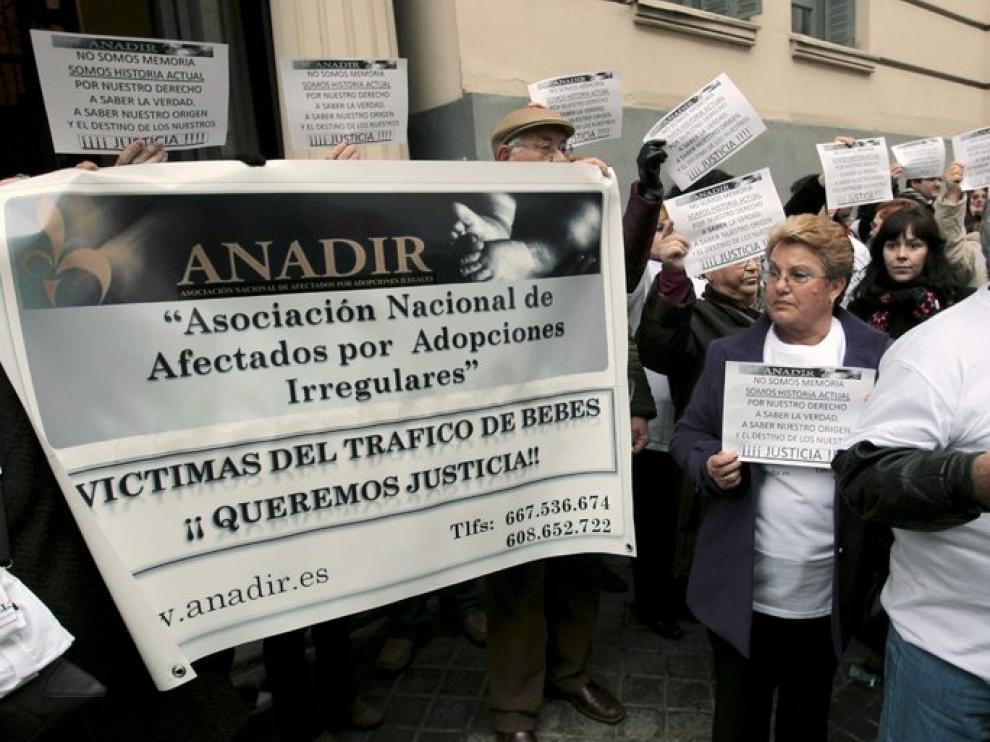 Manifestación de protesta por los casos de niños robados