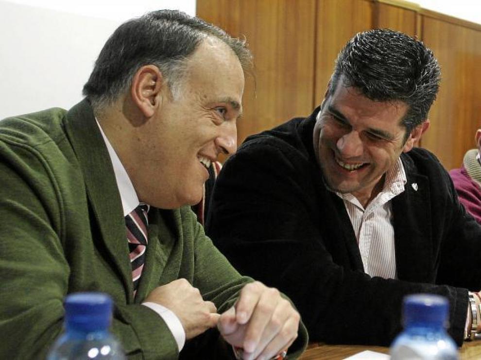 Javier Tebas, a la izquierda de la imagen, durante la última junta general de accionistas del club azulgrana.