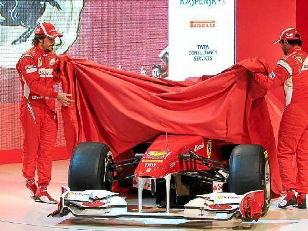 Alonso y Massa desnudan la belleza del nuevo Ferrari.
