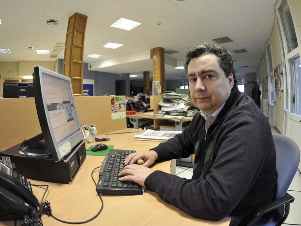 Marcos Domingo, presidente del CSIF Enseñanza Aragón, esta mañana en la redacción de HERALDO