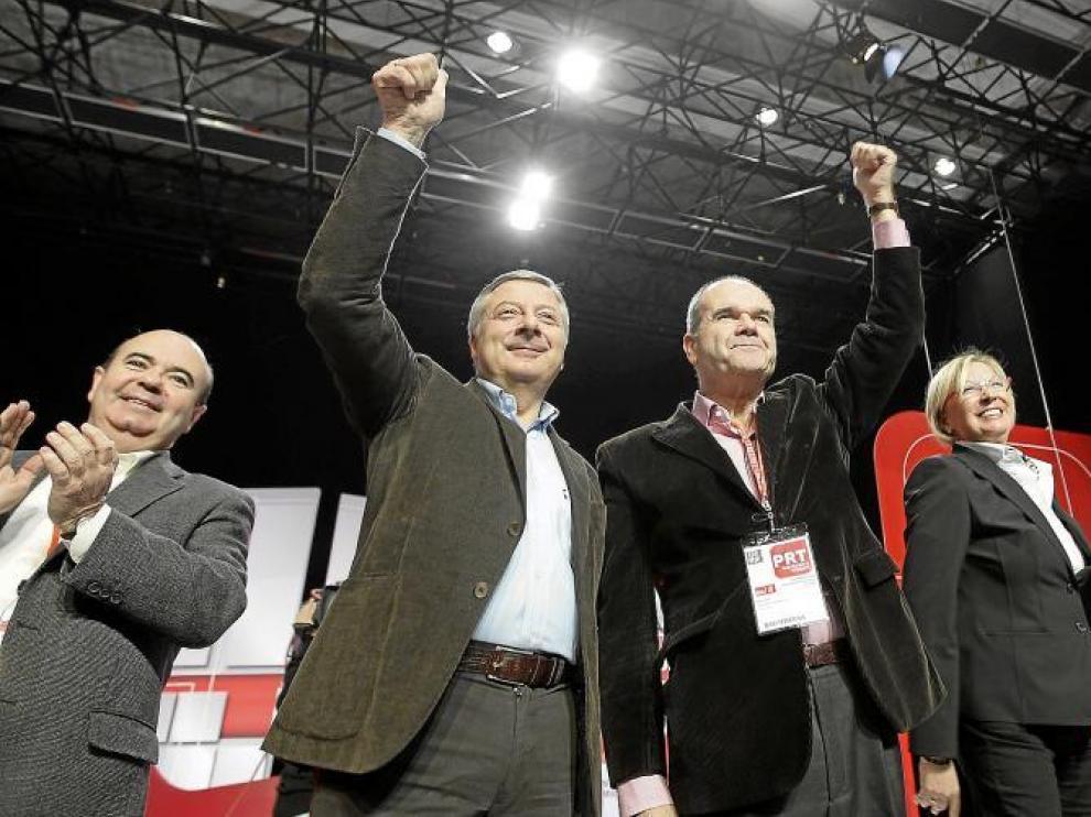 De izquierda a derecha, Gaspar Zarrías, José Blanco, Manuel Chaves y Eva Almunia, ayer, en la convención autonómica de Zaragoza.