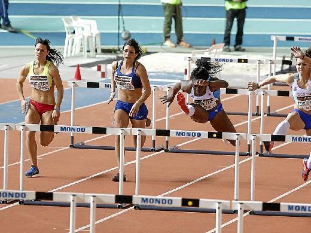 Josephine Onyia logró la tercera mejor marca mundial del año.