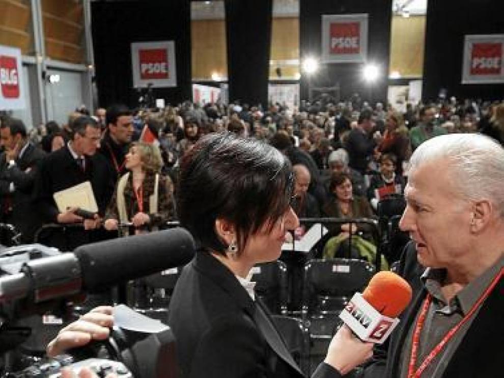 Victoria Martínez, haciendo una de las entrevistas para ZTV.