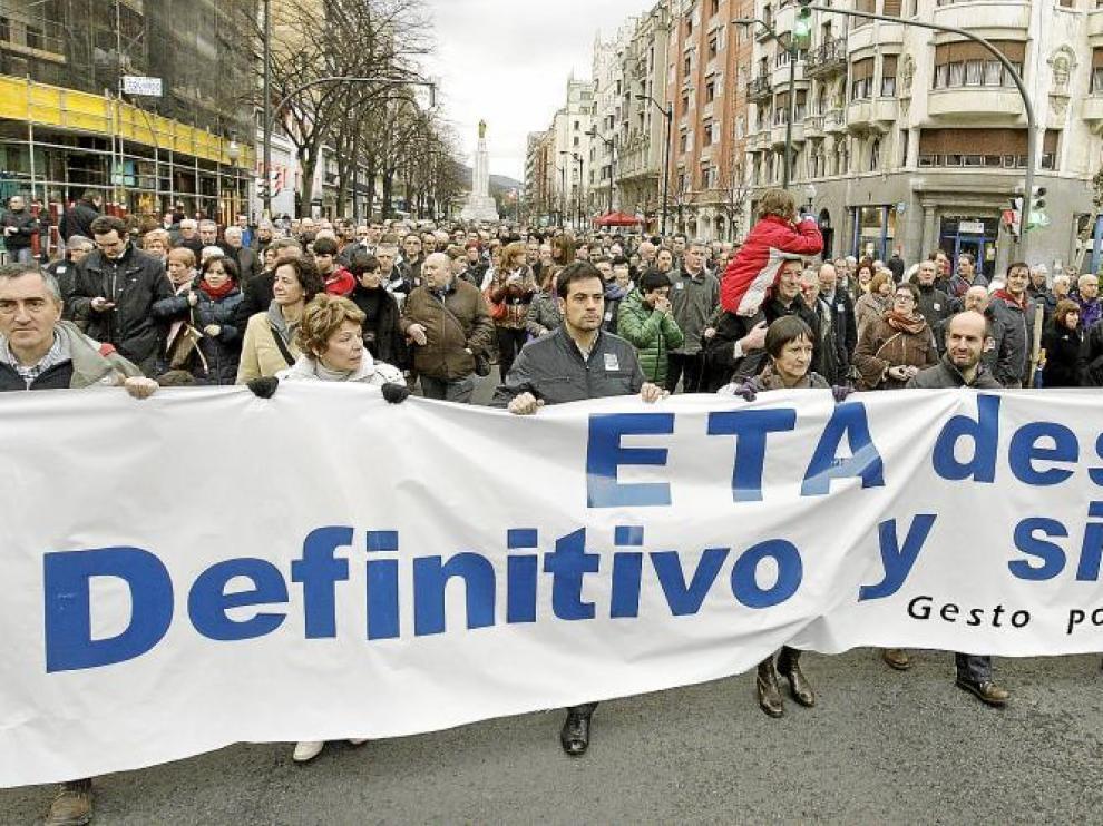 Cabecera de la manifestación convocada ayer por el centro de Bilbao.