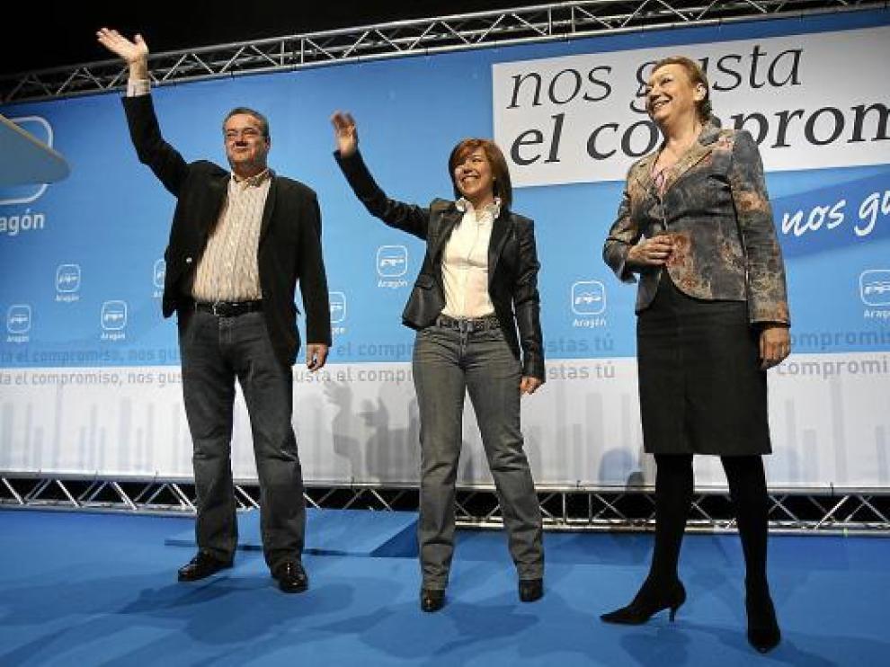Antonio Torres, Ana Alós y Luisa Fernanda Rudi en el acto de presentación en Huesca.